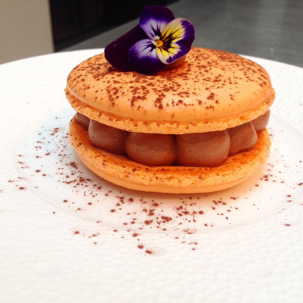 Macaron chocolat fruits de la passion le blog de cyril - Cuisine attitude lignac ...